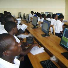 La scuola secondaria di Tumba